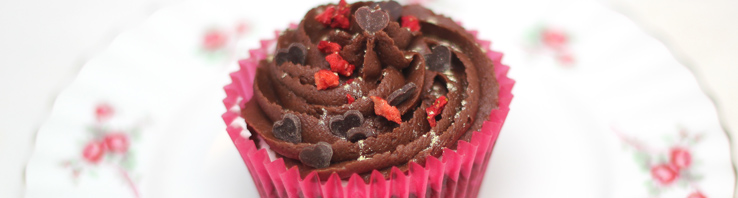Red velvet cupcakes with marshmallow filling and a chocolate frosting (Perfect Valentines Recipe)