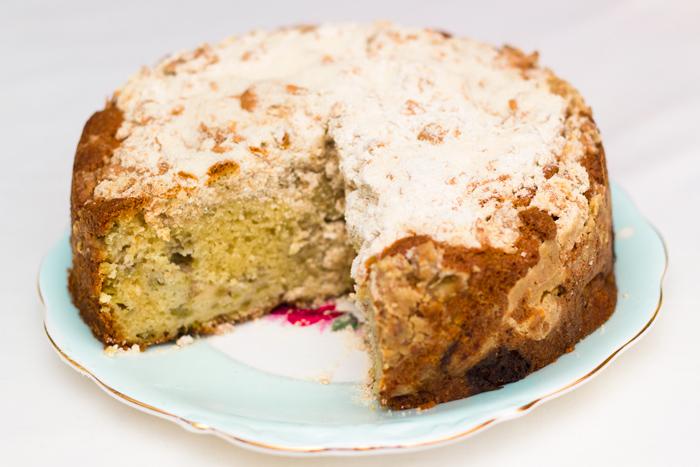 Rhubarb-crumble-cake-cut-700