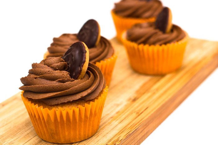 jaffa-cake-cupcakes-close-up-700