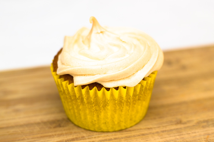 Lemon-meringue-cupcake-700