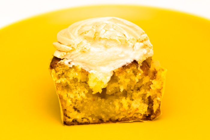 Lemon-meringue-cupcakes-inside-700