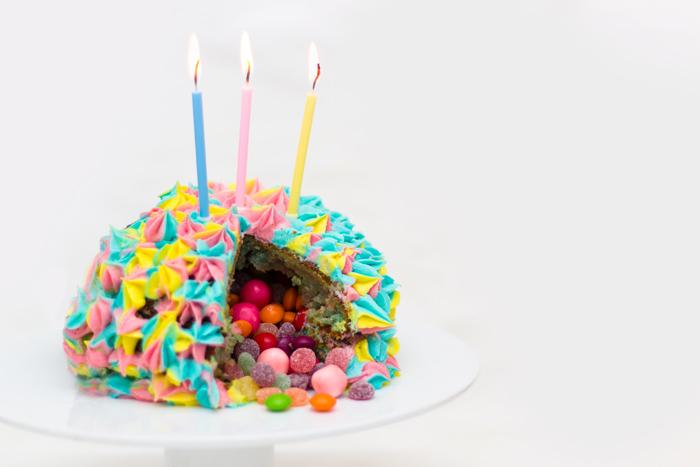 Pinatta-cake-cut-700