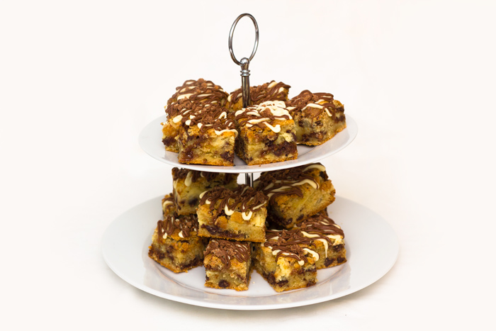 Toffee-crisp-cheesecake-bars-700