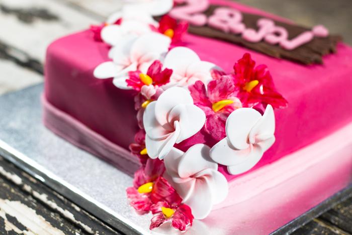 Hawaiian-cake-corner-700