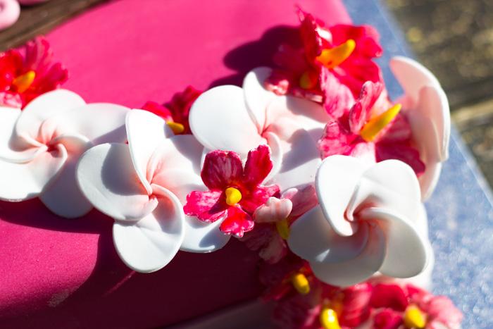 Hawaiian-cake-flowers-700