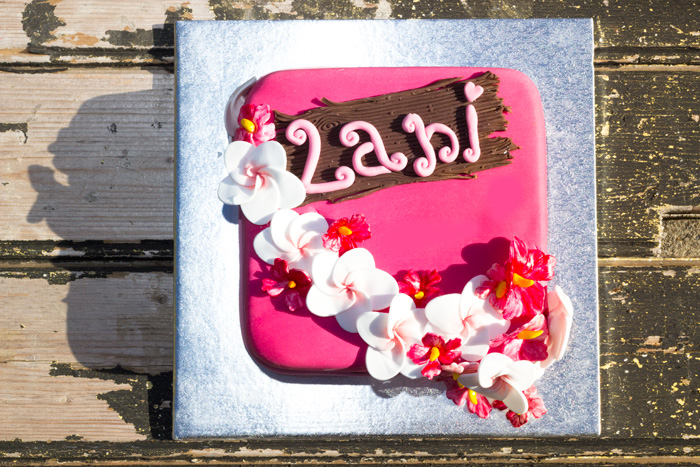 Hawaiian-cake-top-view-700