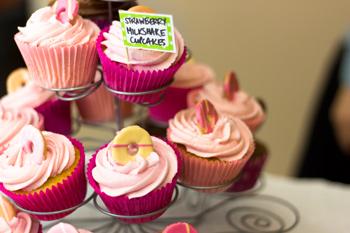 strawberry-milkshake-cupcakes-350