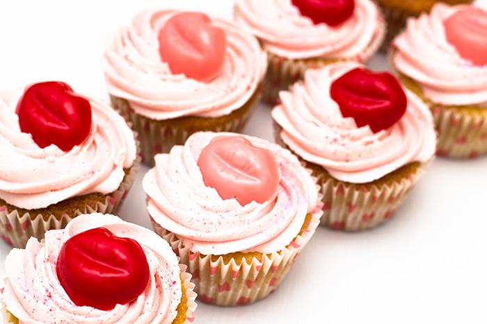 Kiss-cupcakes-2-700