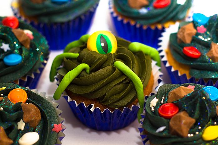 Space-Cupcakes-Alien-700