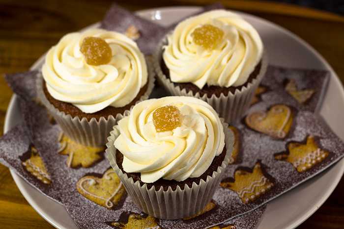 Vegan-Gingerbread-Cupcakes-2-700