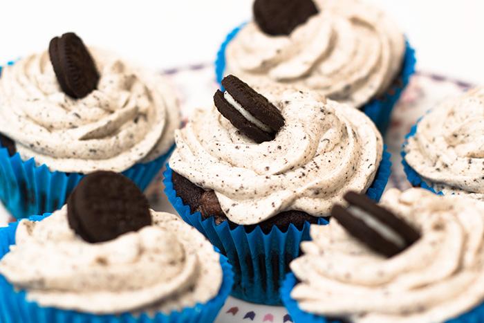 Vegan-oreo-cupcakes-2-700
