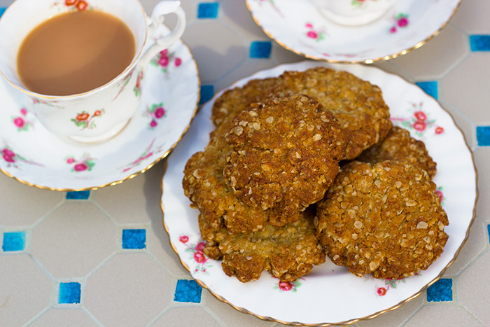 Hobnobs-and-tea-700