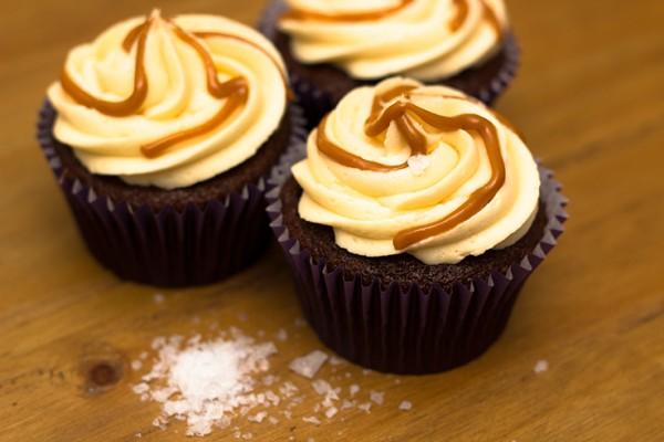Salted-caramel-cupcake-738