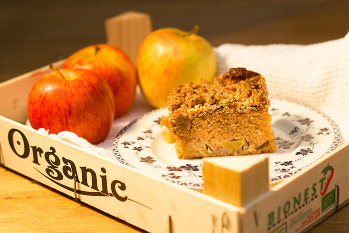 Apple and Cinnamon Cake Recipe with a Crumb Topping