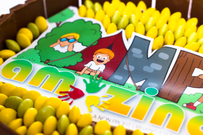 Decorate a cake with an edible Logo