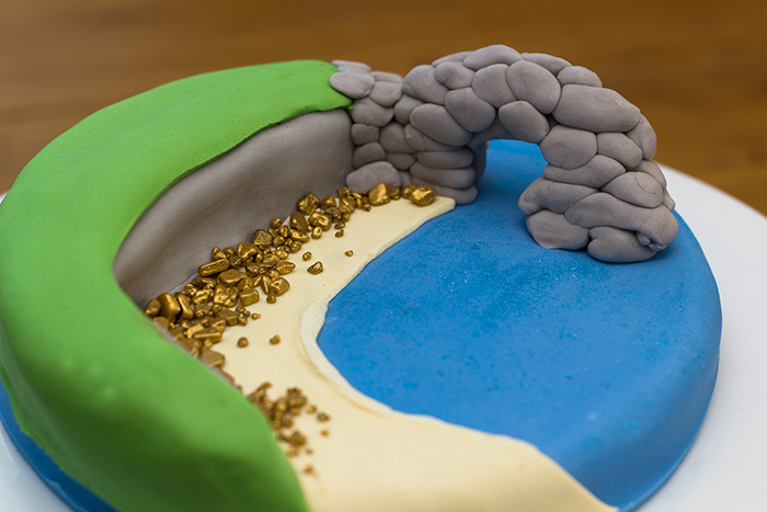 A Dorset Coast Themed Cake – Durdle Door