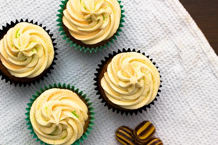 Mint-humbug-cupcakes-top-700