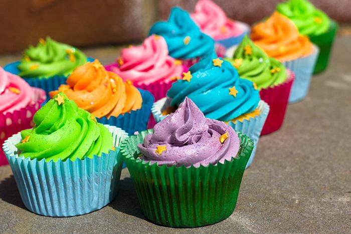 Vanilla-Cupcakes-4-700_qs0kdk