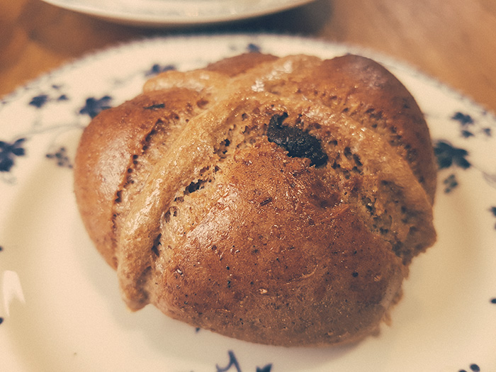 Chocolate-Chip-Hot-Cross-Buns-6